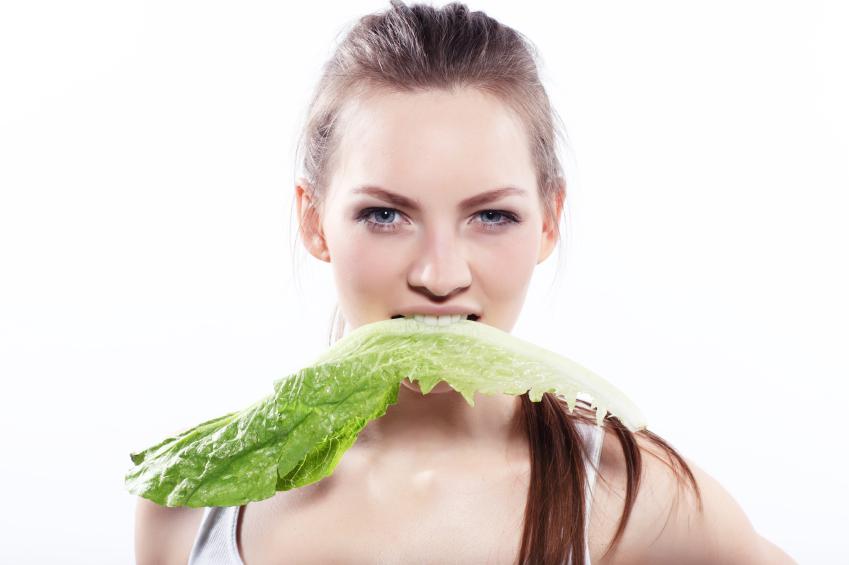 femme-salade-verte-vegetarisme-sante