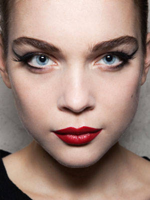 maquillage-bal-rouge-noir