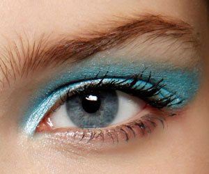 maquillage-yeux-moschino-2