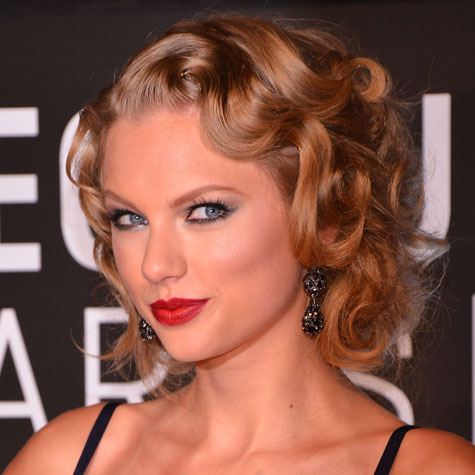 taylor-swift-coiffures-marquantes-2013