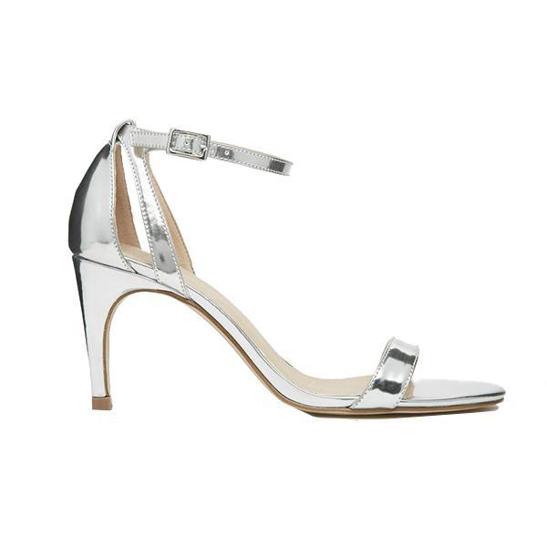 Mariage de style «conte de fée»: les sandales à talon