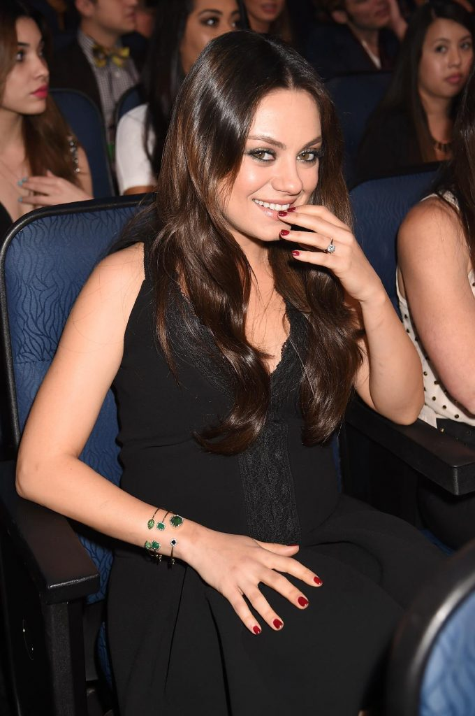 Bague de fiançailles Mila Kunis