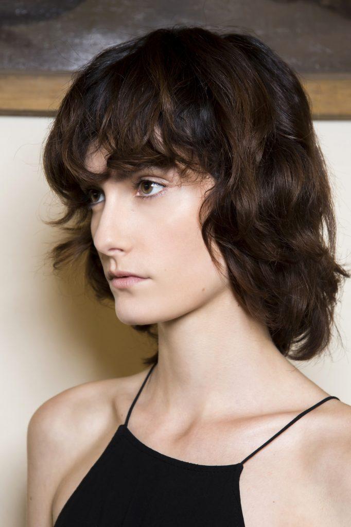 Cheveux: 20 idées de coiffures et de coupes mi-longues | Elle Québec