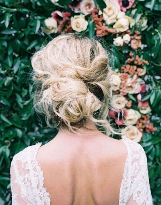 Coiffure de mariage: le chignon bas