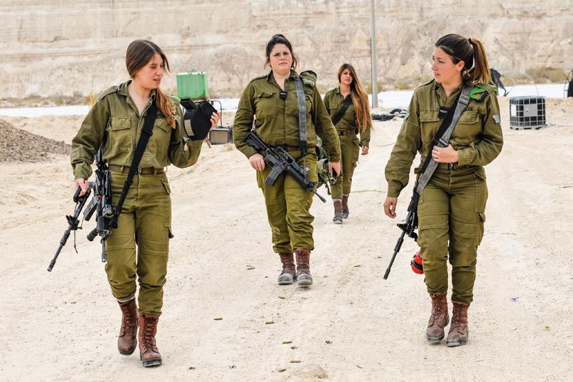 Reportage : le service militaire obligatoire pour les femmes en Israël