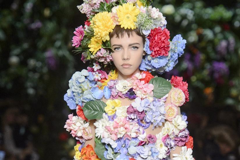 les-tenues-les-plus-improbables-de-la-fashion-week-printemps-ete-2018-2