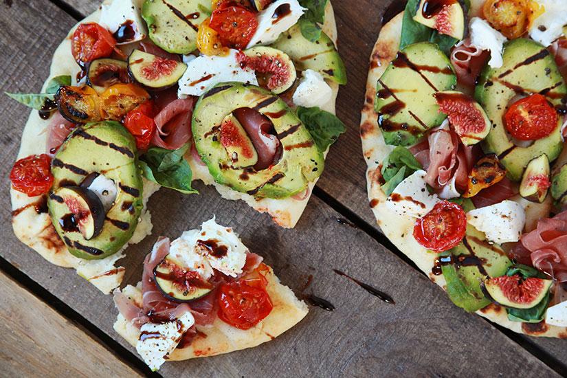 pizza-naan-avocat-prosciutto
