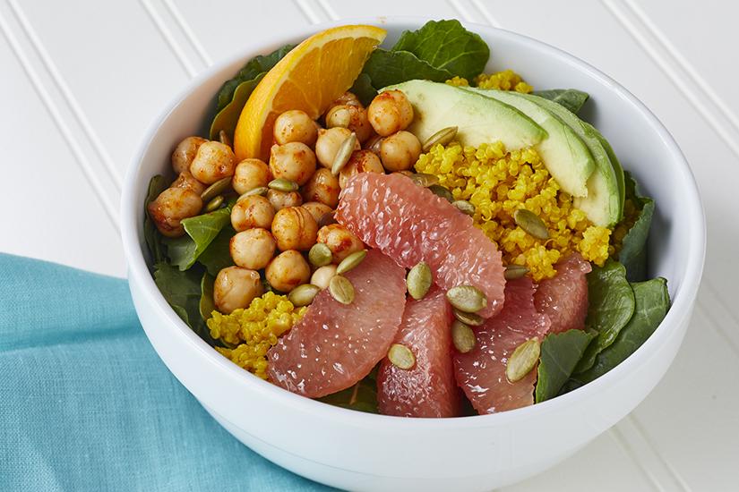 super-bols-de-pamplemousse-et-davocat-avec-quinoa-a-lorange-et-au-curcuma
