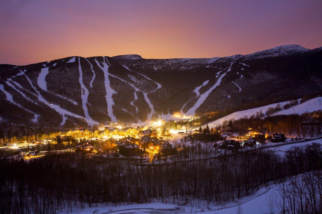 Centre de ski, la nuit.