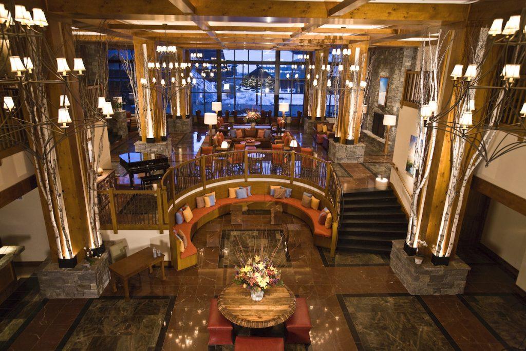 Le salon convivial du Lodge at Spruce Peak