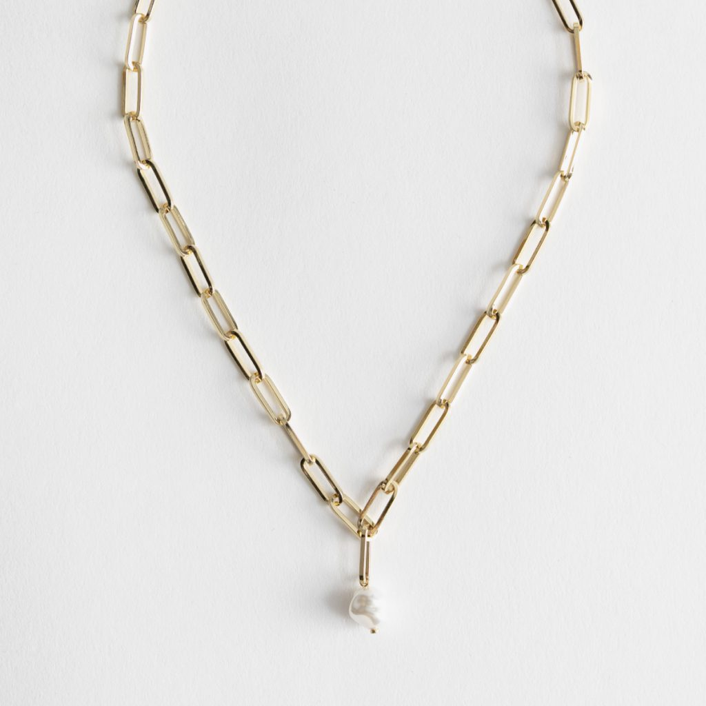 Collier en chaîne et pendentif de perle