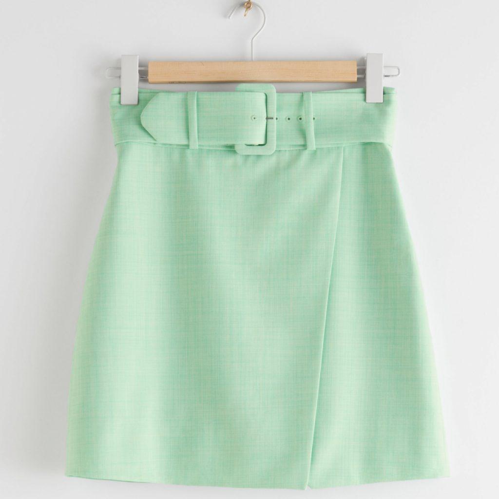 Mini-jupe ajustée avec ceinture