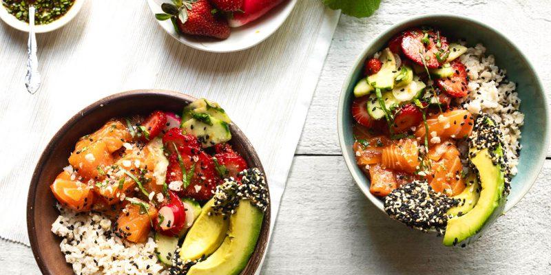 Poke-bol-saumon-fraises-basilic-k-pour-katrine