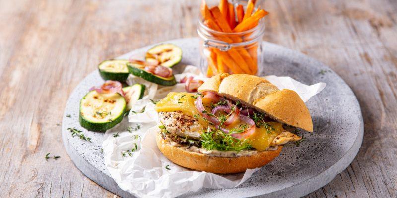 Recette de burger de poulet avec mayonnaise aux olives et fromage Queijo de Sao Jorge