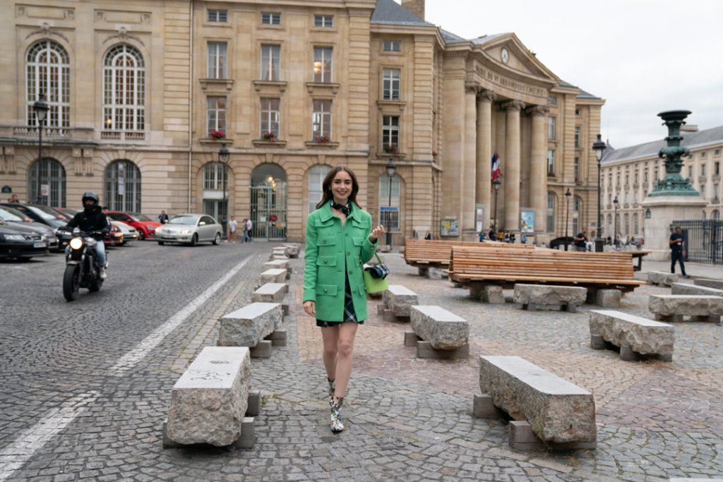 Emily in Paris : les plus beaux looks de Lily Collins