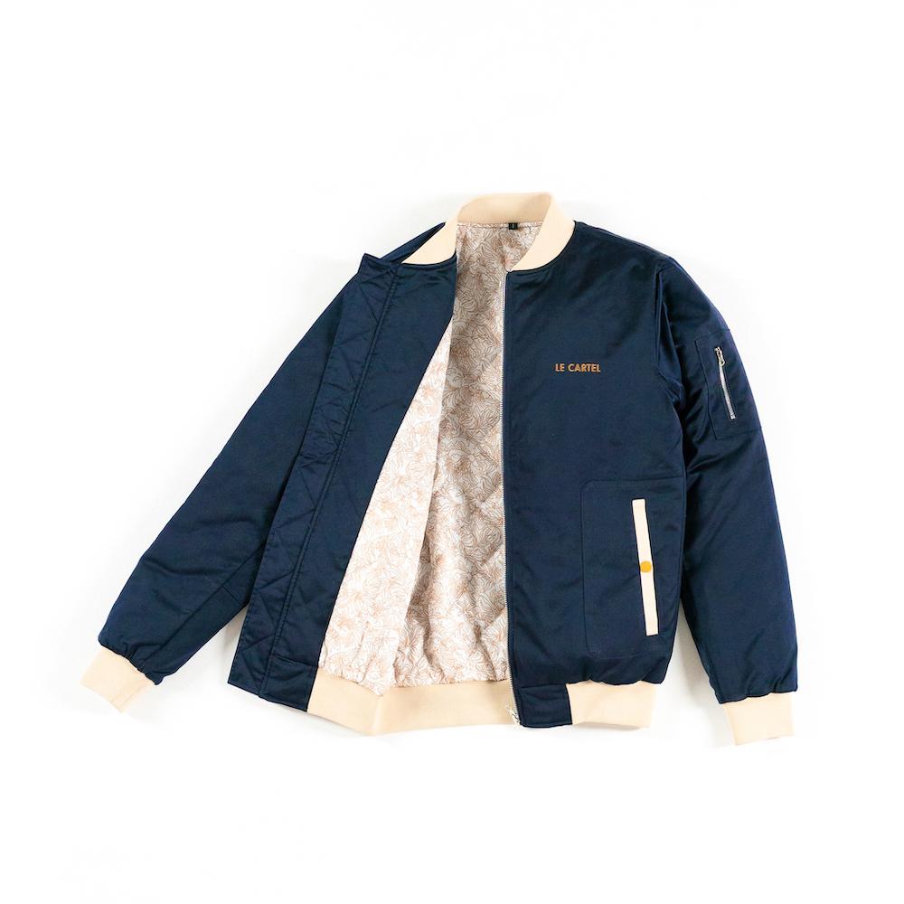 Bomber jacket unisexe Midnight Mistress (Bleu nuit), de Le Cartel X Epithumia Rose (200 $)