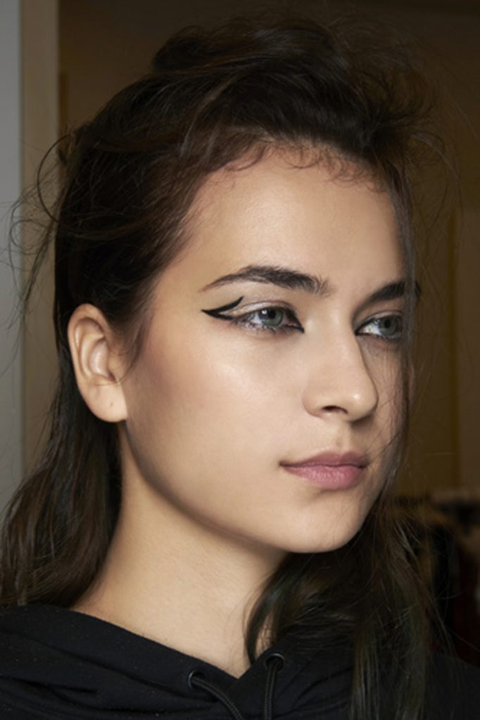 La tendance beauté printemps-été 2021 : 20 inspirations d'eyeliner