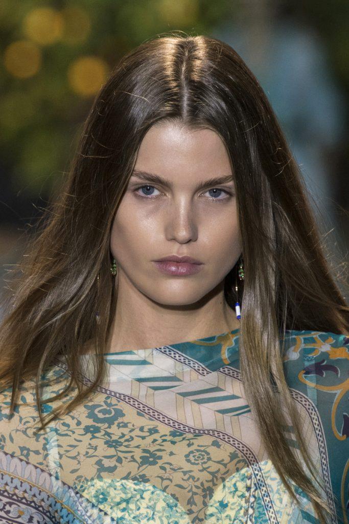 15 inspirations pour séparer nos cheveux de différentes façons