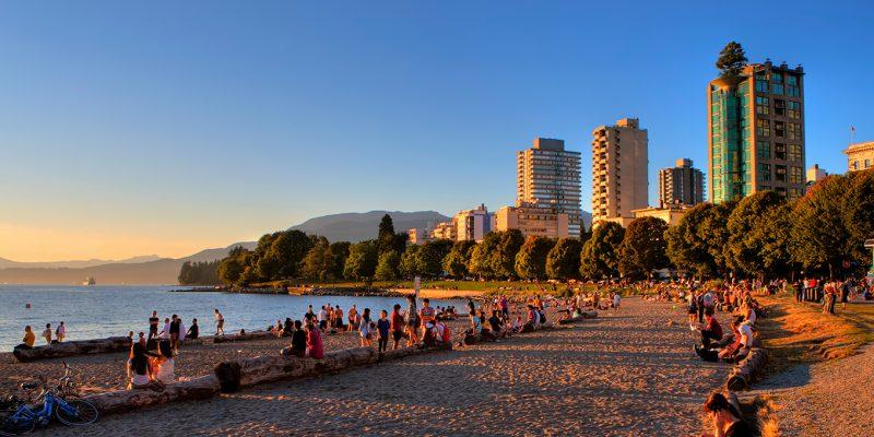English-Bay-au-coucher-du-soleil-Tourism-Vancouver_Clayton-Perry