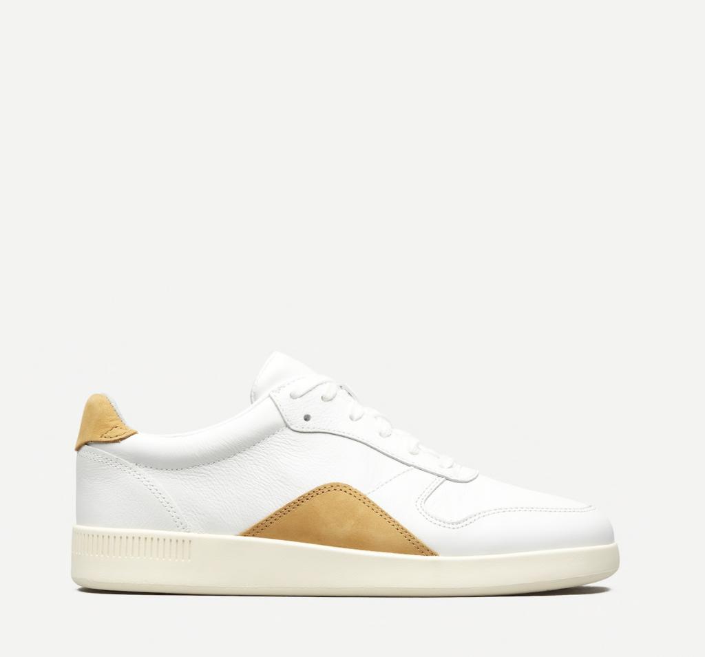Shopping: la basket blanche, star de l'été 2021